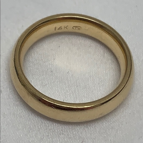 Jewelry - 14k yellow gold comfort fit wedding band size 5